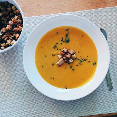 Orientalna zupa-krem z soczewicy